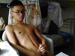 cute asian boy JO on webcam (2'29'')