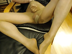 Guy wearing suntan pantyhose