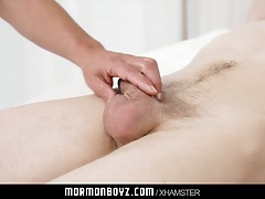 Mormonboyz - Young stud compares his body with muscle daddy